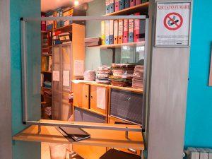 Protezioni-in-plexiglass-per-negozio